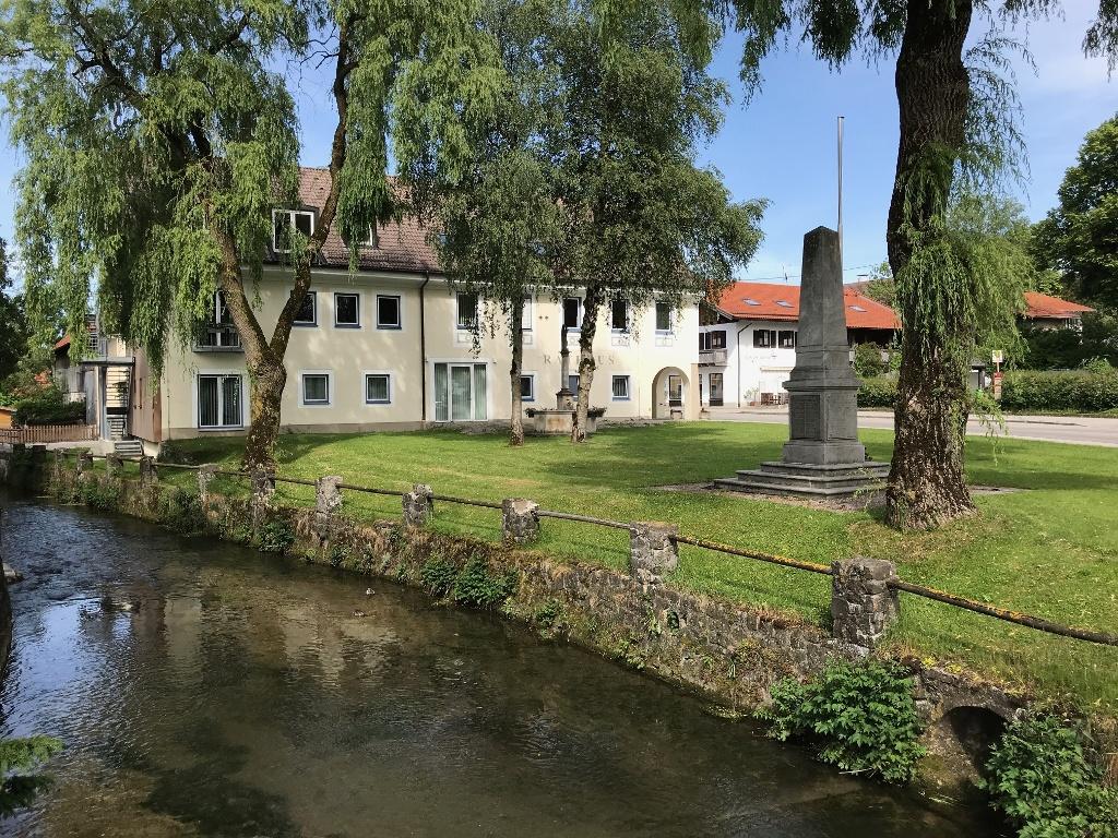 Ortsmitte mit Rathaus von Altenstadt (Andreas Klausmann)