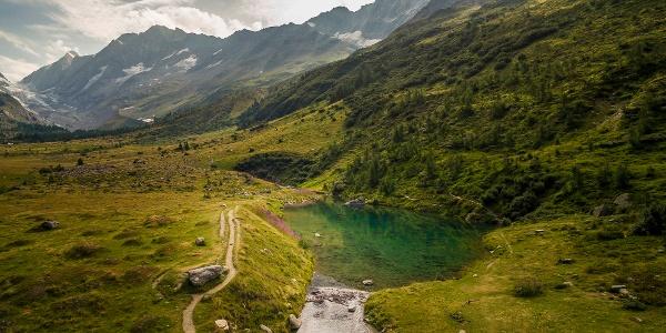 Lac de montagne «Hopschusee» sur le col du Simplon