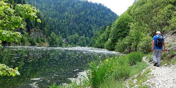 Wandern am Doubs entlang.