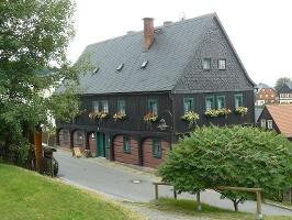Foto Das Umgebindehaus in welchem die Waldarbeiterstube zu finden ist.