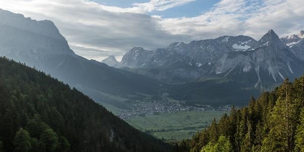 Ehrwald im Schatten der Zugspitze