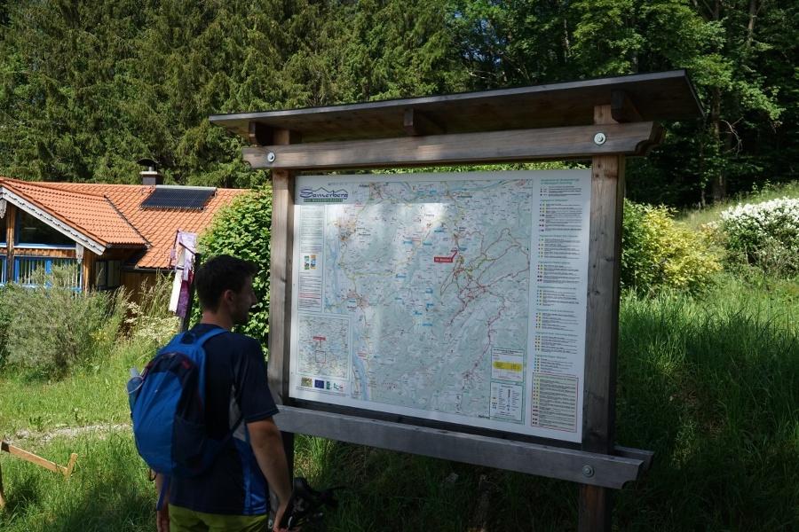 Übersichtskarte am Wanderparkplatz der Hochriesbahn
