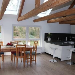 Komfort-Ferienwohnung - Küche und Essbereich