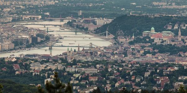A budai vár és a főváros hídjai a Guckler Károly-kilátóból