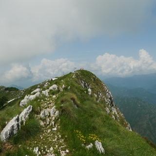 Blick zum Gipfel des Monte Pizzocolo