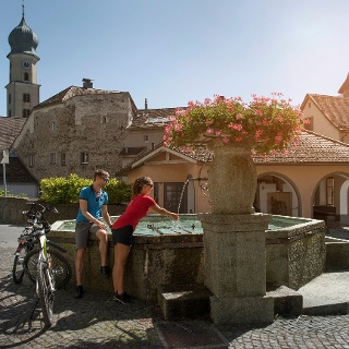 Kurze Pause im historischen Städtchen von Maienfeld