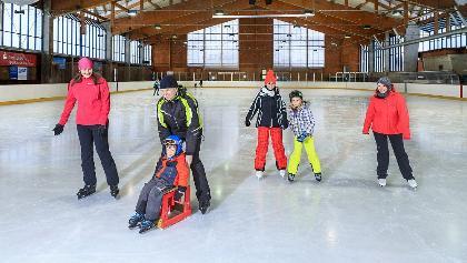 Schlittschuhlaufen in der Eishalle Geising