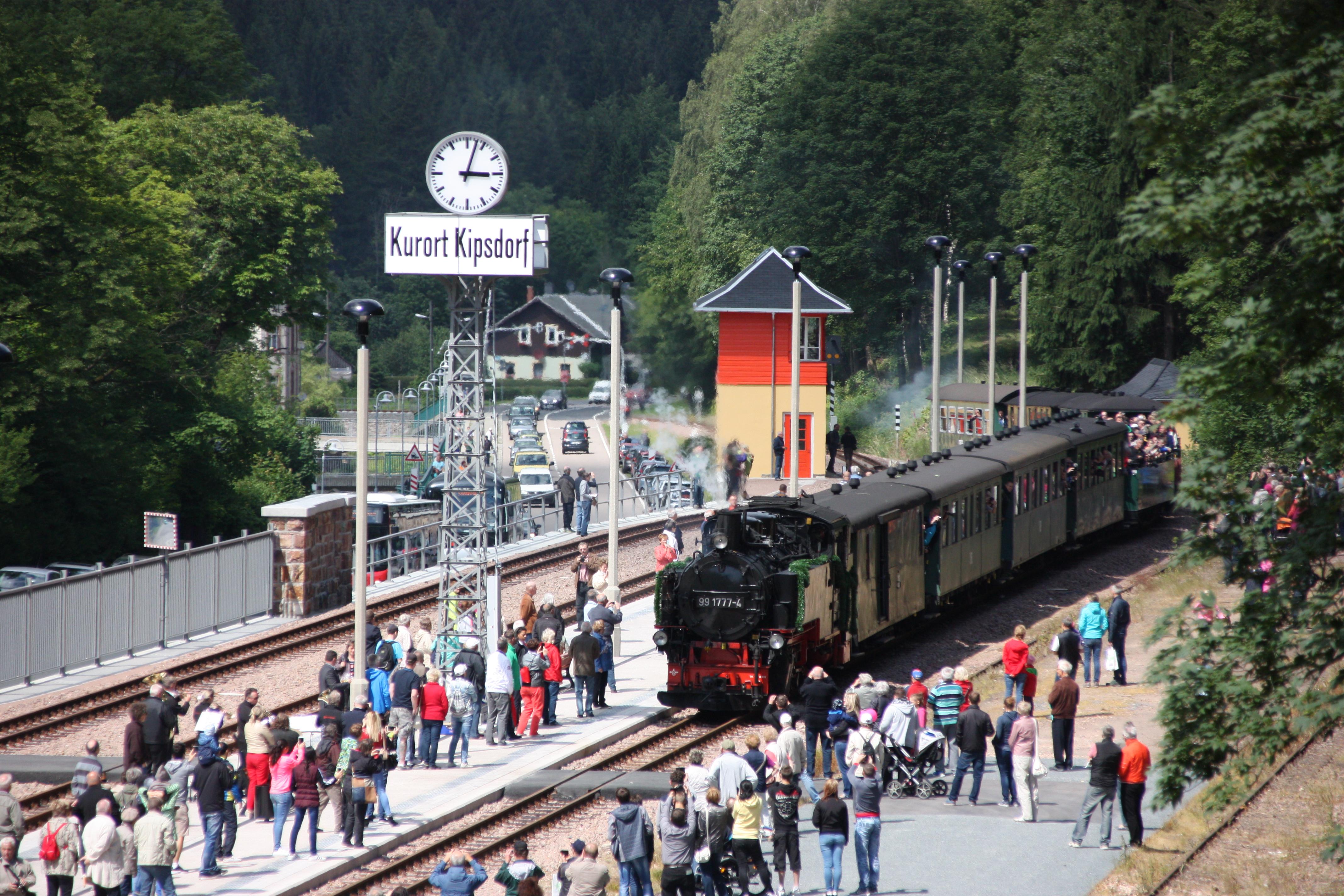 Weißeritztalbahn am Bahnhof Kipsdorf