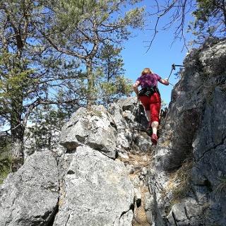 Leichte Kletterei - mit Drahtseilen versicherte Stellen