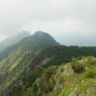 Blick vom Monte Traversole auf die Corna Vecchia und den Corno Nero