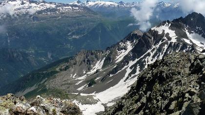 Blick vom Croix de Belledonne nach SO nach Alpe d'Huez und zum Massiv des Écrins