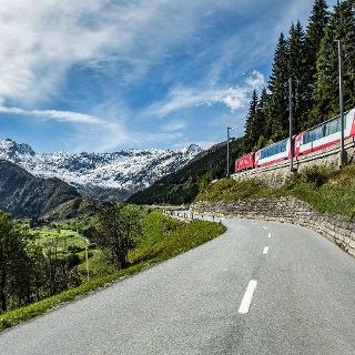 Glacier Express auf dem Oberalppass