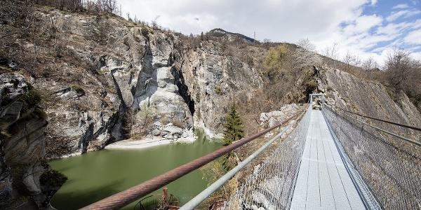 Hängebrücke und Massaschlucht