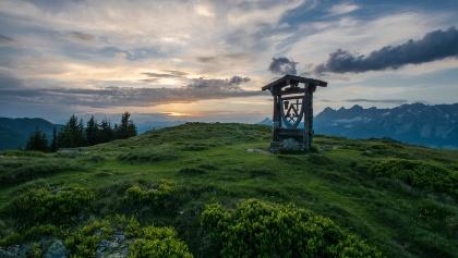 Das Wappen von Rohrmoos-Untertal auf dem Gipfel des Rossfeld