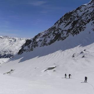Unterwegs beim Skifahren im Engadin
