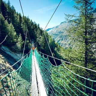 Pont suspendu sur le sentier découverte d'Almagell