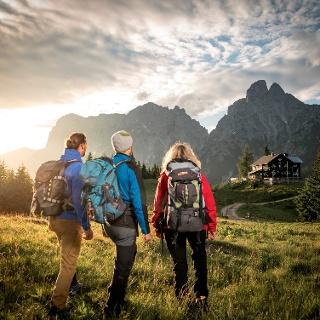 Blick auf die Mödlingerhütte und den Admonter Reichenstein