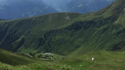 Blick zur Hütte mit Tauernpanorama