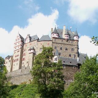 Burg Eltz von Osten