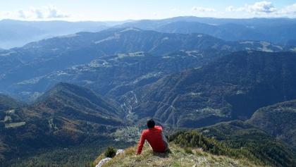 Vista sulle Prealpi Venete dalla cima del Monte Coppolo