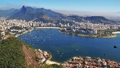 Blick vom Zuckerhut auf Rio de Janeiro mit dem Corcovado