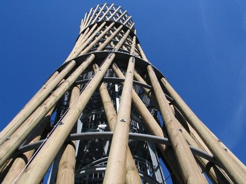 Lörmecke-Turm  Der Wanderhöhepunkt an der Waldroute