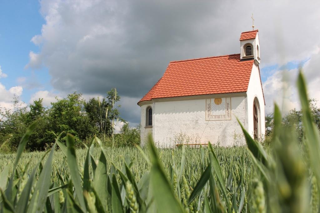 Einen wunderschönen Rastplatz unweit der Schachenwaldrunde findet man an der kleinen Feldkapelle am Hexenbichl (Andreas Klausmann)