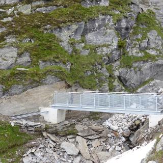 die neue Wegbrücke, noch nicht ganz fertig aber gut passierbar