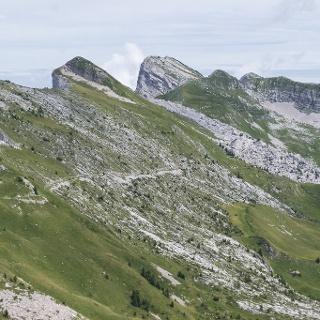 Il tratto di sentiero tra il Passo Pietena e la Piazza del Diavolo