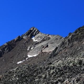 Die Berglerspitze mit ihrem NW Grat kommt ins Blickfeld