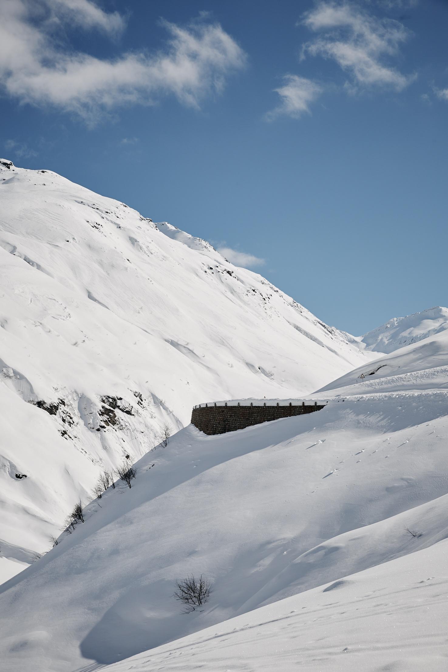 Furkapassstrasse im Winter