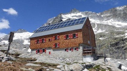 Barmer Hütte mit Barmer Spitze