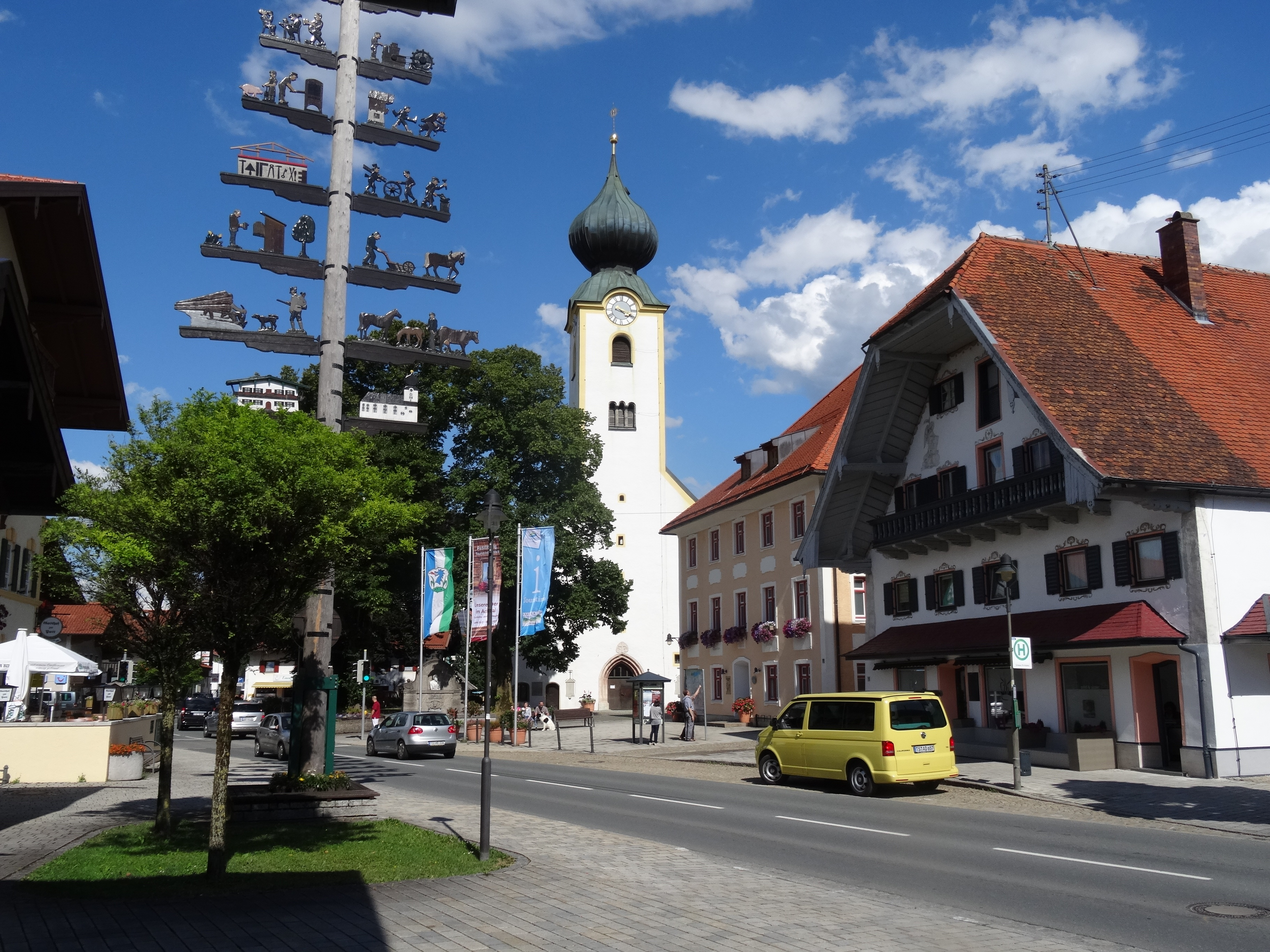 Start der Tour am Kirchplatz in Grassau