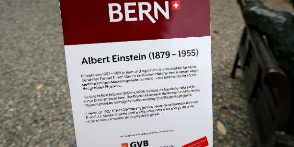 Einstein-Infotafel in Bern.