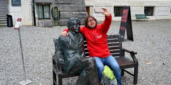 Selfie mit Einstein vor dem Historischen Museum.