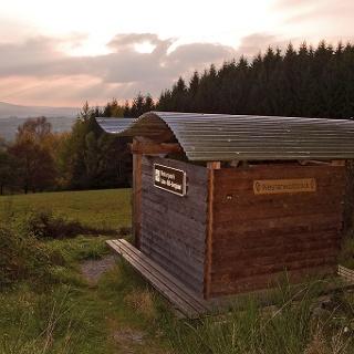 Rothaarsteig-Schutzhütte mit Ausblcik
