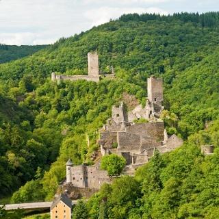 Vulkaneifel-Pfad: Manderscheider Burgenstieg_Ober- und Niederburg Manderscheid
