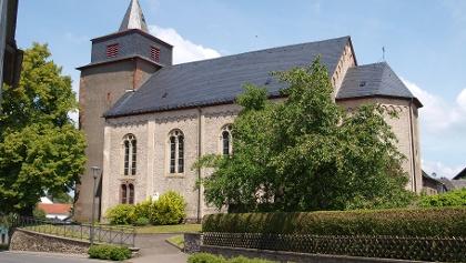 Vulkan-Pfad: Grafschaft-Pfad_Pfarrkirche Laufeld mit Wehrturm