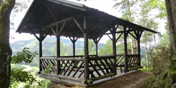 Pavillon auf dem Moserstein.  Wegeführung: Option Mosersteinschleife