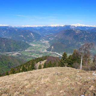 Inizio discesa per la dorsale nord-ovest del Monte Tomatico.