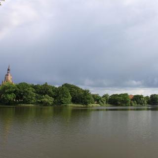Park mit See im Stadtgebiet von Stralsund