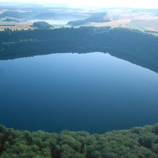Vulkaneifel-Pfad: Maare-Pfad_Pulvermaar - tiefblaues Auge der Eifel