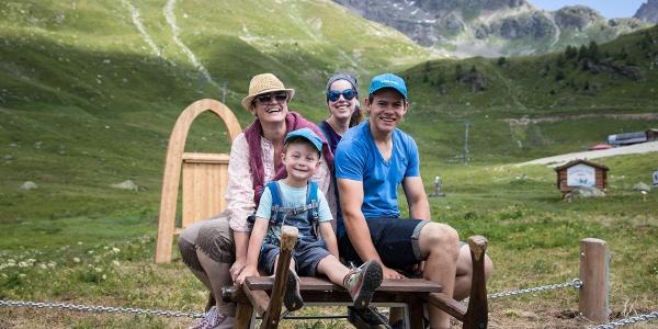 Familienspass auf dem Waldschlitten