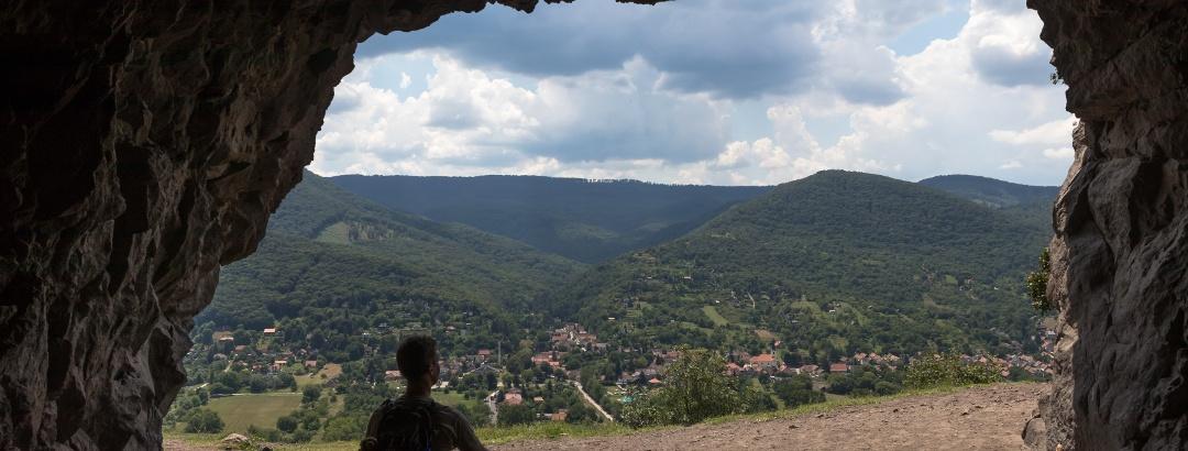 A Remete-barlangból a Visegrádi-hegység látképében gyönyörködhetünk