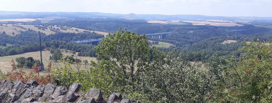 Blick vom Sattelberg zur Autobahn A17