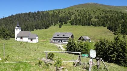 blick zum Gleinalm-Schutzhaus und Wallfahrtskirche Maria Schnee