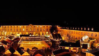 Weihnachtsmarkt auf dem Platz des Unteren Schlosses in Siegen