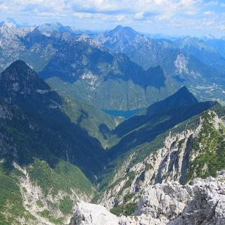 Val Falcina e Lago del Mis dalla vetta del Monte Pizzocco.