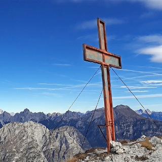 La grande Croce della Cima Nord del Piz de Mezodì.