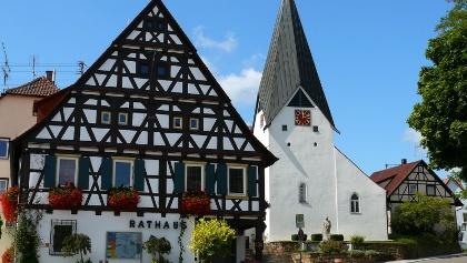 Rathaus und Ortsmitte Hattenhofen
